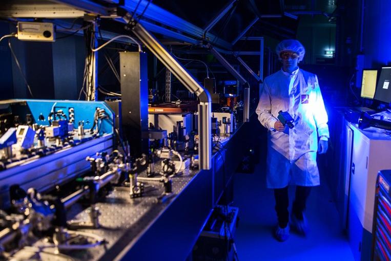 Construction of the Apollon laser